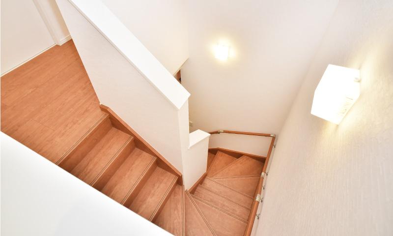 ウイズタイムハウス階段